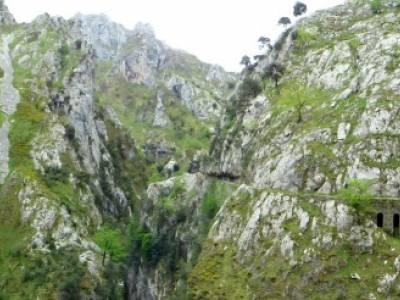 Ruta del Cares - Garganta Divina - Parque Nacional de los Picos de Europa;viajes puente de mayo